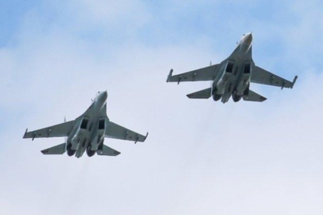 Нидерланды обвинили РФ в опасных полетах над фрегатом в Черном море